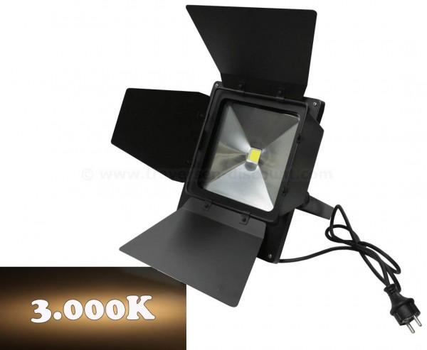 LED Flächen Strahler mit 50Watt breitstrahlend warmweiß, IP65 mit Torblenden 3000K