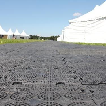 Bodenschutz mit Noppen grau, aus PE Material mit 100x100x2,2cm